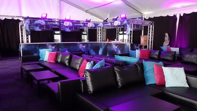 Delegations could lounge around on the sofa beds above the EuroClub main floor (Photo: Lina Åhman, SVT)