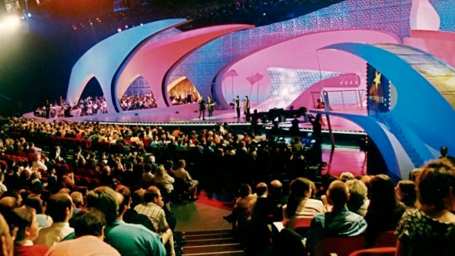 Who left their wife at home? Eurovision's 1998 audience (image: Eurovision.tv)