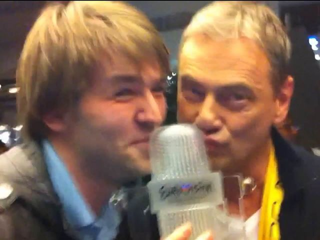 A celebratory Ben Robertson and Christer Björkman at Arlanda Airport in May 2012 (Photo, Daniel Aragay)