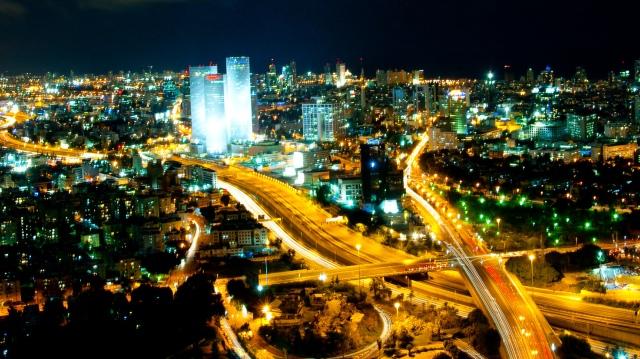 Tel Aviv by night (Image: cc/Wikimedia)